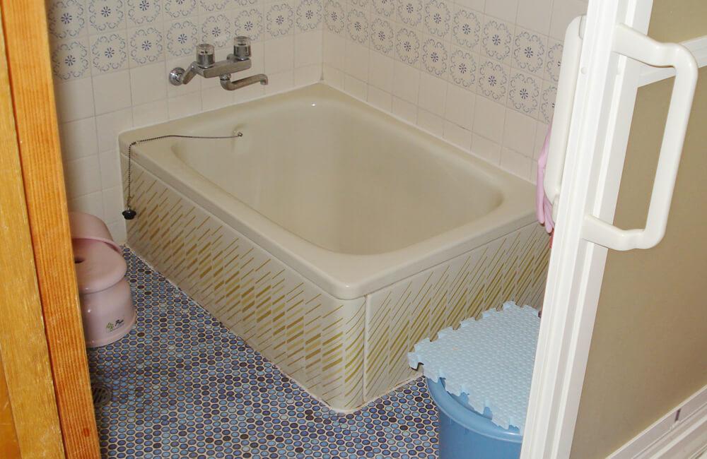 リフォーム工事前の浴室