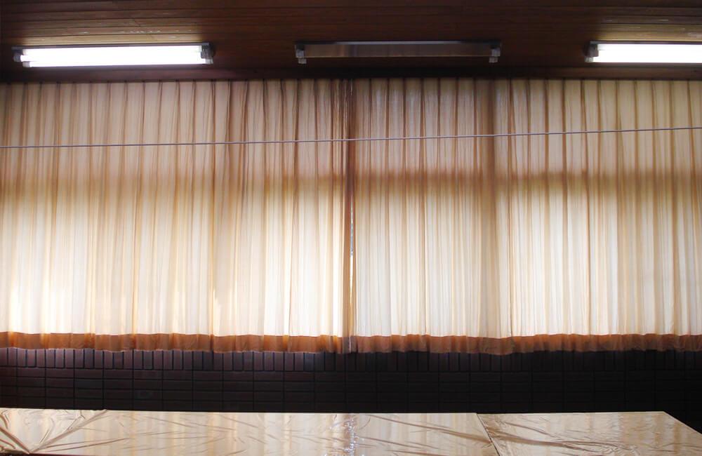 交換前のカーテン