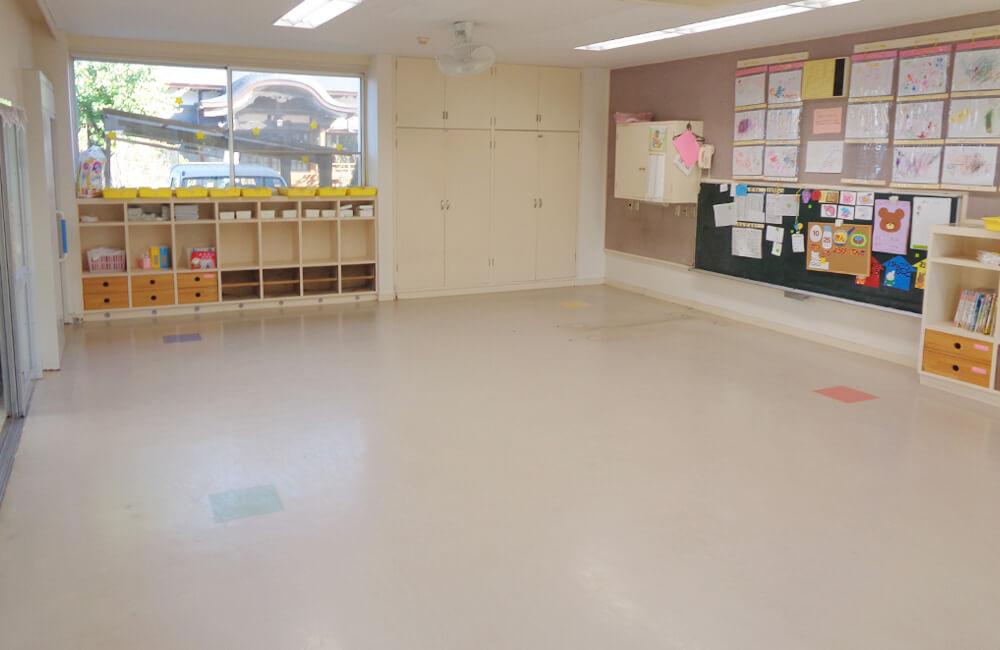 保育園床施工前の写真